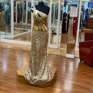 ✔️ gold sequined and rhinestone prom dress